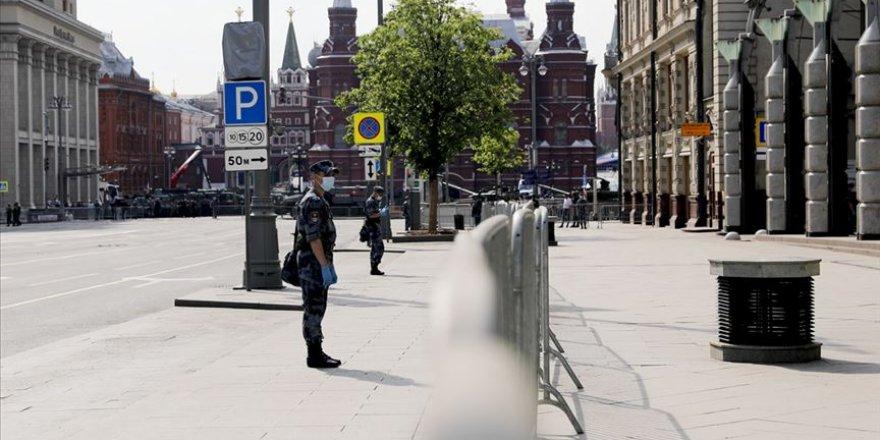 Rusya'da Kovid-19 vakaları 818 bini aştı