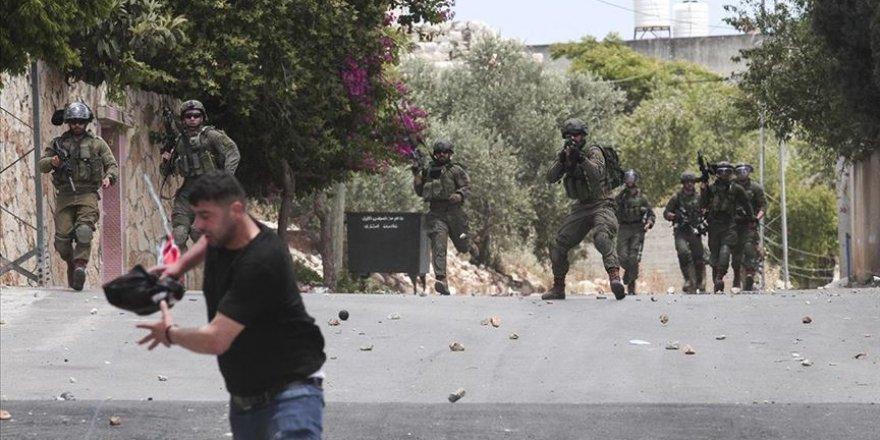 Batı Şeria ve Kudüs'te onlarca Filistinli genç alıkonuldu
