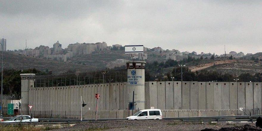 Kovid-19'un Filistinli esirler arasında yayılması araştırmalı