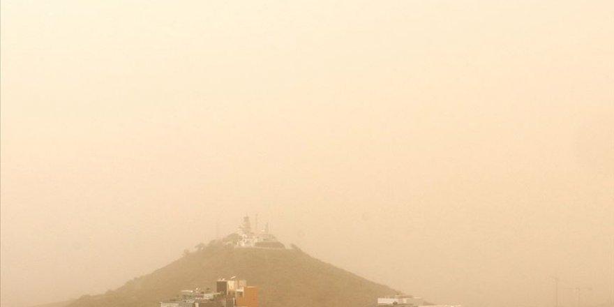 Karayipler'de gökyüzünü toz bulutu kapladı