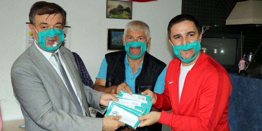 İşitme engellilere özel şeffaf maske üretildi