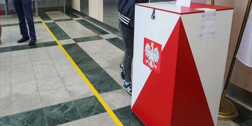 Polonya'da seçmenler sandık başında