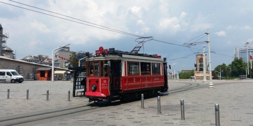 Nostaljik tramvay yolculuğunu sessiz gerçekleştirdi