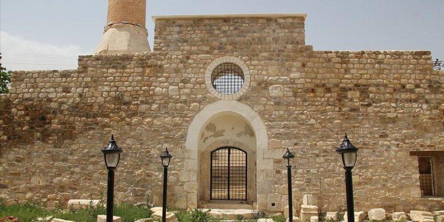 Alaaddin Camisi 700 yıllık tarihin izlerini bünyesinde barındırıyor