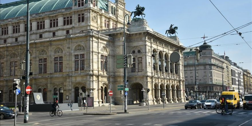 Avusturya'da bazı kapalı alanlarda maske takmak zorunlu hale getirildi
