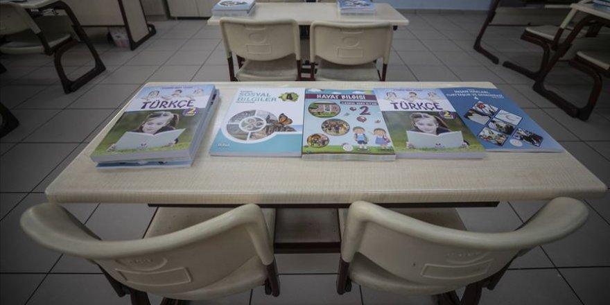Ders kitapları MEB tarafından il ve ilçe milli eğitim müdürlüklerine dağıtıldı
