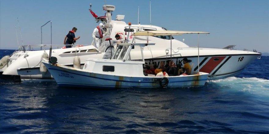 Türk karasularına itilen 58 sığınmacı kurtarıldı