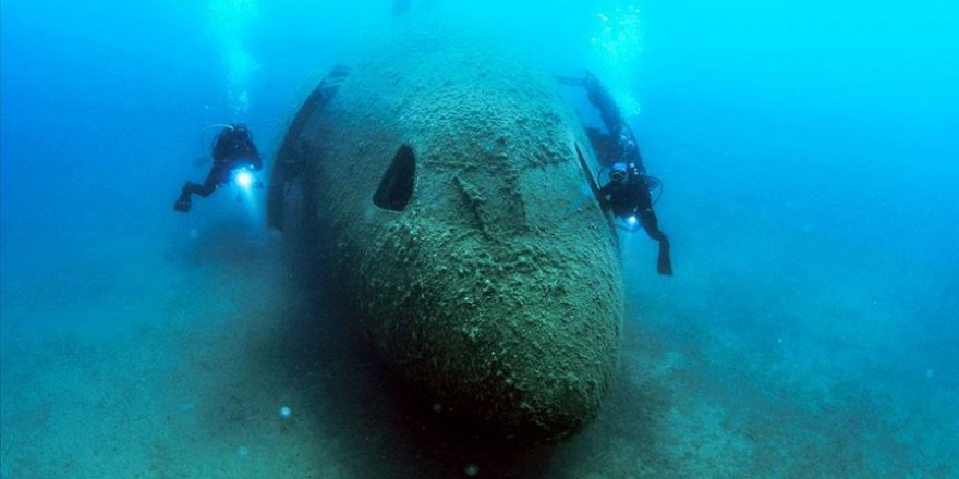 Dünyanın en büyük batık uçağı su altında keşfedilmeyi bekliyor