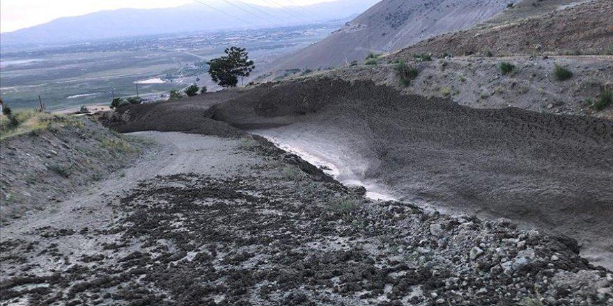 Erzincan'da taşan dere hasara sebep oldu