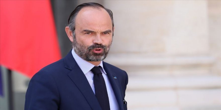Fransa Başbakanı istifasını Macron'a sundu