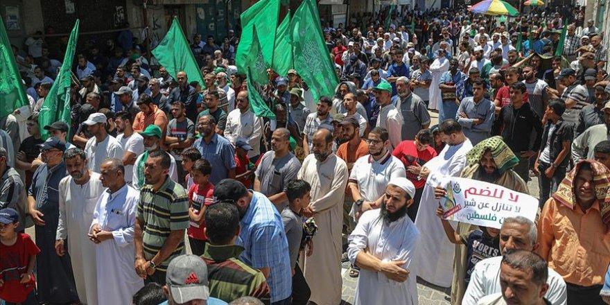 Gazze'de binlerce kişinin katıldığı yürüyüşle İsrail'in ilhak planı protesto edildi