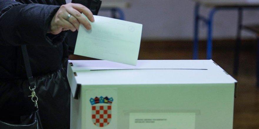Hırvatistan'da seçmenler sandık başında