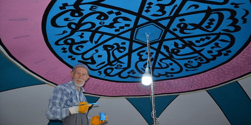 6 asırlık tarihi caminin duvar süslemeleri 75 yaşındaki nakkaş tarafından titizlikle işleniyor