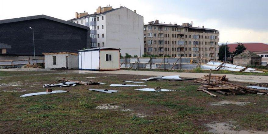 Erzurum'da hortum sebebiyle çatılar uçtu