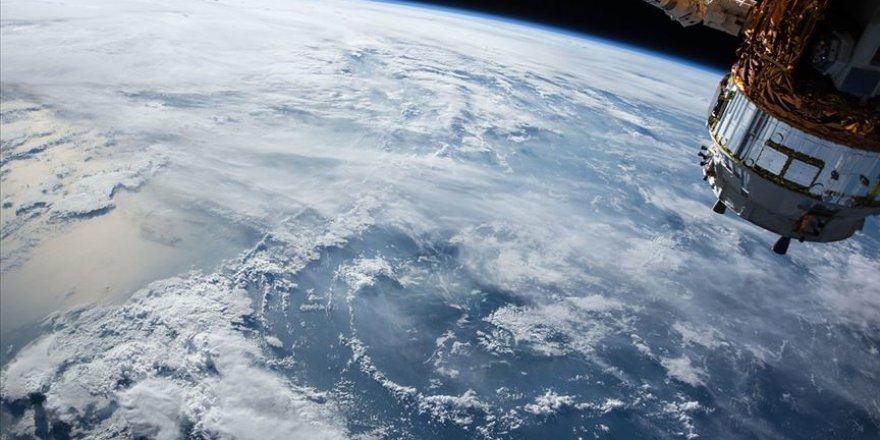 SpaceX, uzaya 57 internet uydusu daha gönderdi