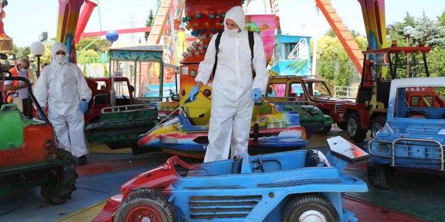 Lunapark ve tematik parklar Kovid-19 tedbirleriyle açıldı