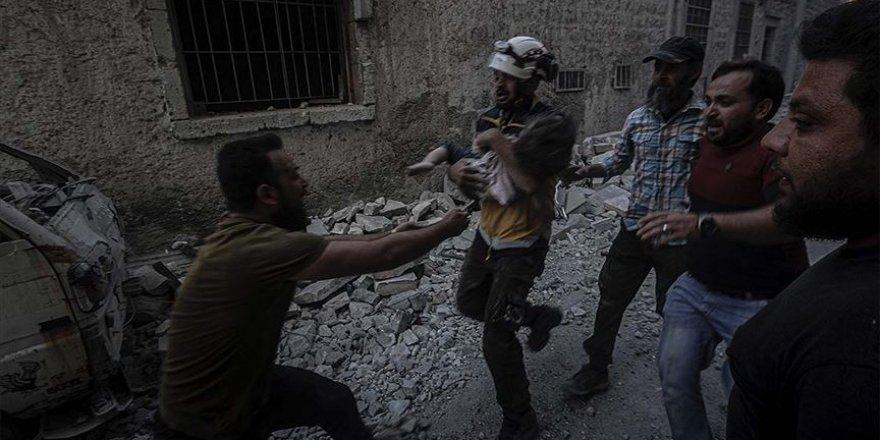 Rusya ve Esed rejimi İdlib'deki sivilleri vurarak savaş suçu işliyor