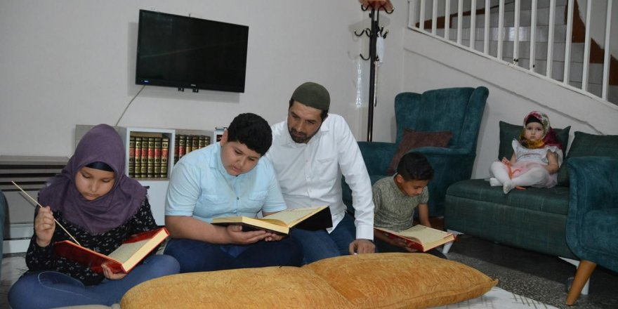 Evlerini Kur'an kursuna dönüştürdüler