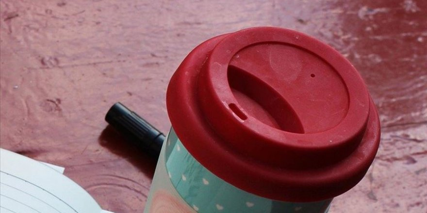 ABD'de Müslüman bir kadının aldığı kahvenin bardağının üzerine terör örgütü ismi yazıldı
