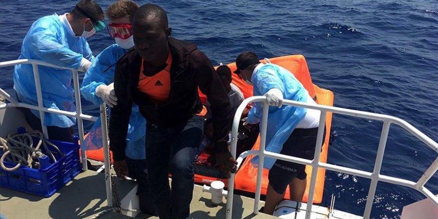 Türk kara sularına itilen 26 sığınmacı kurtarıldı