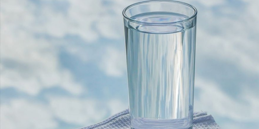 Dikkat! Yetişkin bir bireyin günde 2-2,5 litre su tüketmesi gerekli