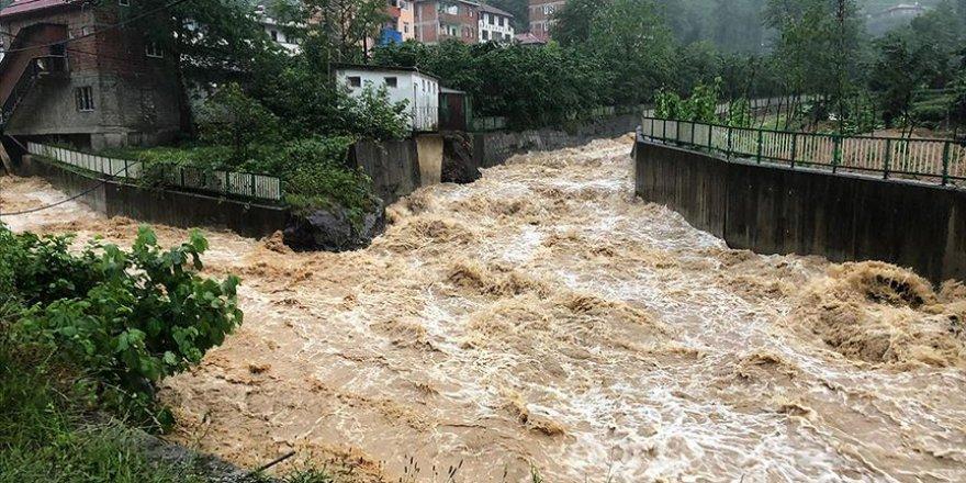 Trabzon'da şiddetli yağış heyelan ve taşkına sebep oldu