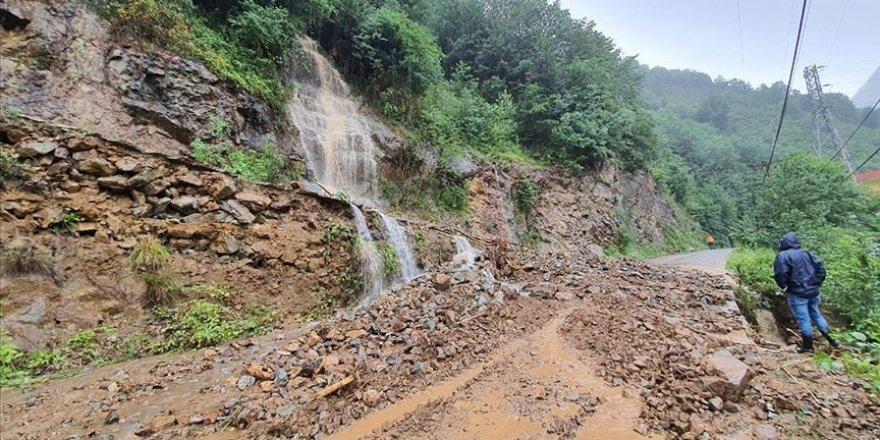 Giresun'da şiddetli yağış heyelana sebep oldu
