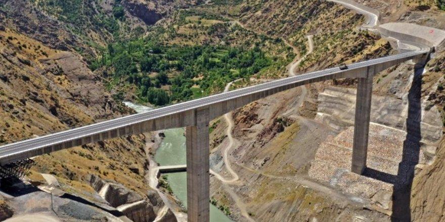 Türkiye'nin en yüksek köprüsünün açılışı yapıldı
