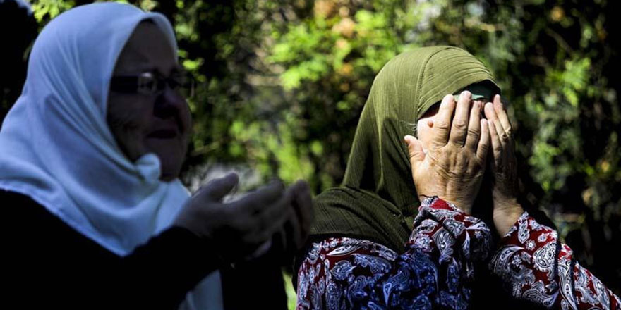 Srebrenitsalı soykırım kurbanları dualar ve gözyaşlarıyla ebediyete uğurlandı