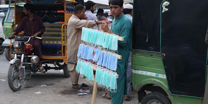 Kovid-19 kısıtlamalarının kalkmasıyla Pakistan'da ölü ve vaka sayıları arttı