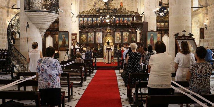 Farklı inançlara sağlanan ibadet yeri sayısında Türkiye Batı'nın 5 kat önünde