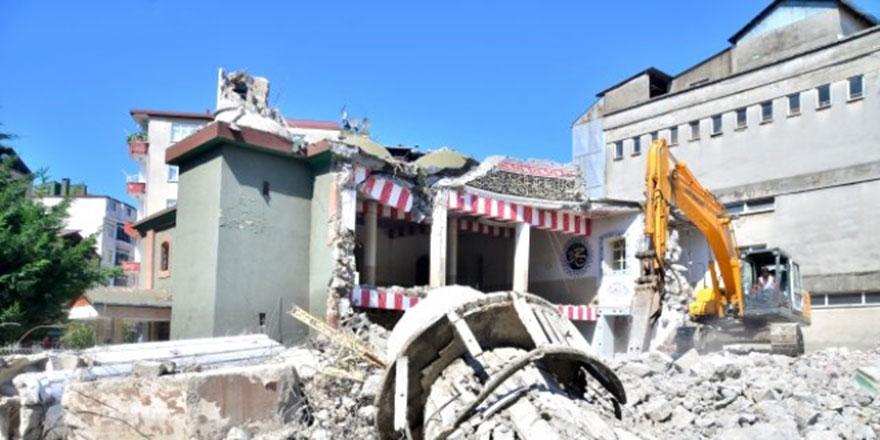 Kıblesi 18 derece yanlış olan 64 yıllık cami yıkılıyor
