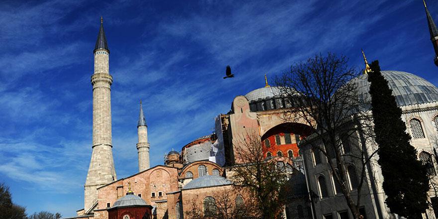 Ayasofya'nın ibadete açılması başka ülkelerdeki Müslümanları da sevindirdi.