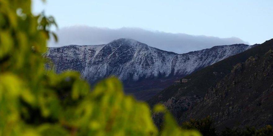 Esence Dağı'nın zirvesi beyaza büründü