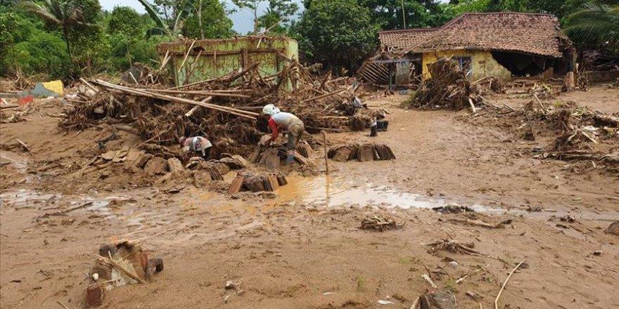 Endonezya'da sel felaketinde 13 kişi öldü