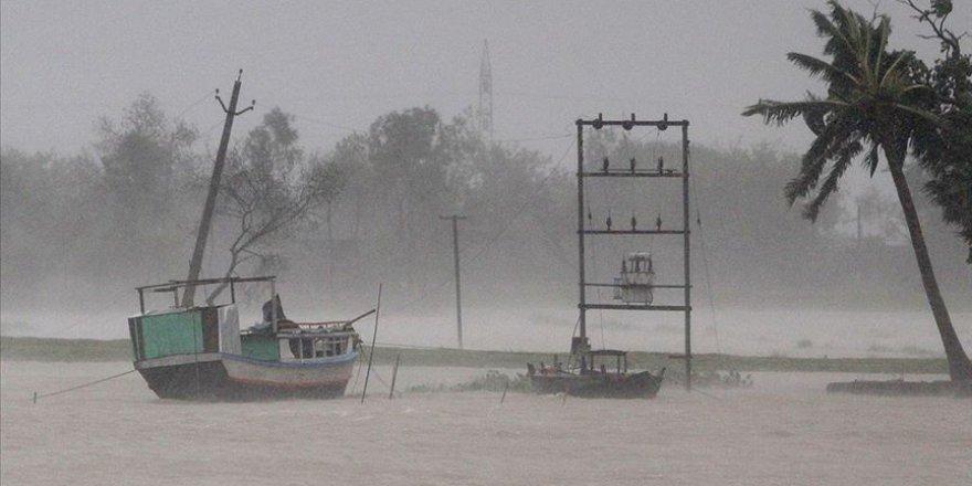 1 milyondan fazla Bangladeşli seller sebebiyle mahsur kaldı