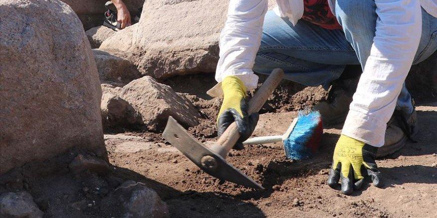 Suriye'nin doğusunda Fransız arkeologlar gizli kazı çalışması yapıyor