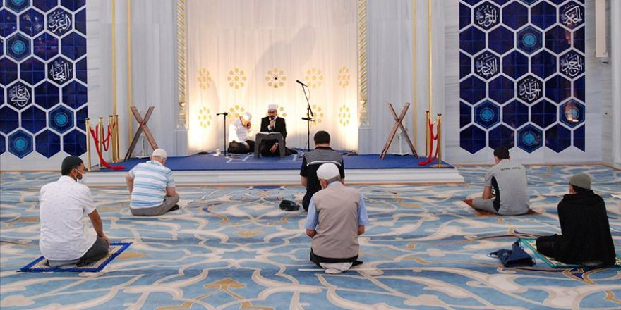 15 Temmuz şehitleri için İstanbul'daki camilerde Kur'an okundu