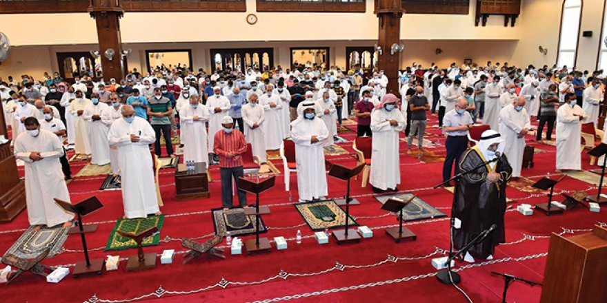 4 ay sonra Kuveyt'te camilerde ilk cuma namazı kılındı