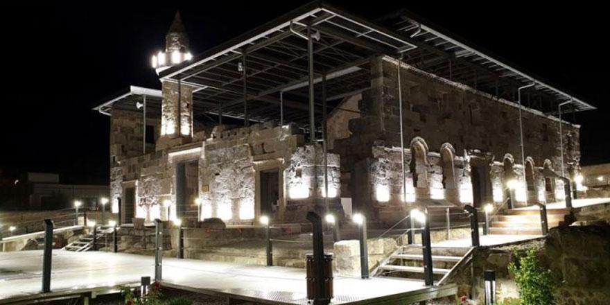 96 yıl sonra cemaatine kavuşan 1800 yıllık Ala Camisi'ne yoğun ilgi