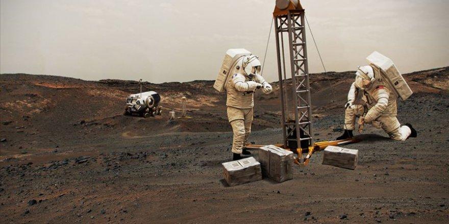 Uluslararası Uzay İstasyonu'nun batarya değişimi başladı