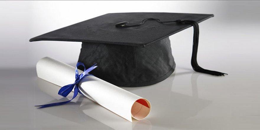 Kovid-19 sebebiyle AÜ Tıp Fakültesi öğrencileri tedbirlerle mezun oldu
