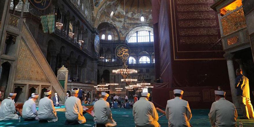 Ayasofya-i Kebir Cami-i Şerifi'nde salavat ve dua programı başladı