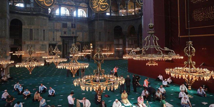 Ayasofya-i Kebir Camii'nde cuma namazı kılındığı esnada Yunanistan'da matem çanları çaldı