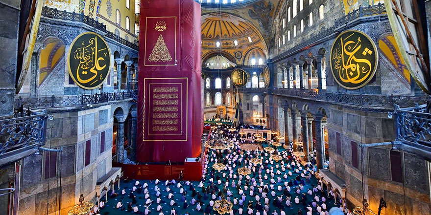 Ayasofya imamı: Namaz kıldırırken dizlerimiz titriyor