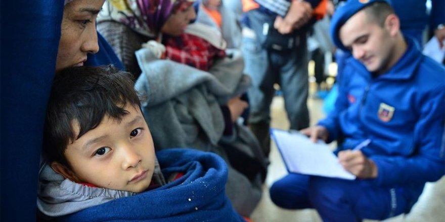 Kara sularına son 1 ayda geri itilen 929 düzensiz göçmene kurtarıldı