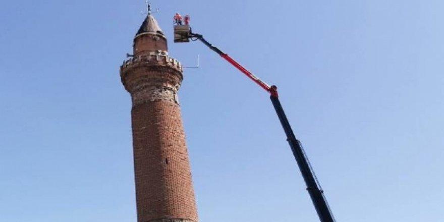Tarihi Ulu Camii'nin minaresi gittikçe eğiliyor: 117 cm oldu