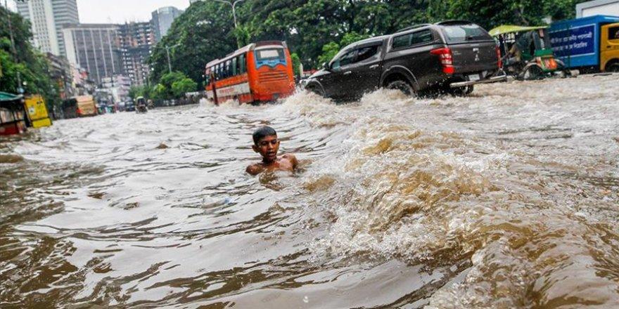 Hindistan'daki sel felaketinde 135 kişi hayatını kaybetti