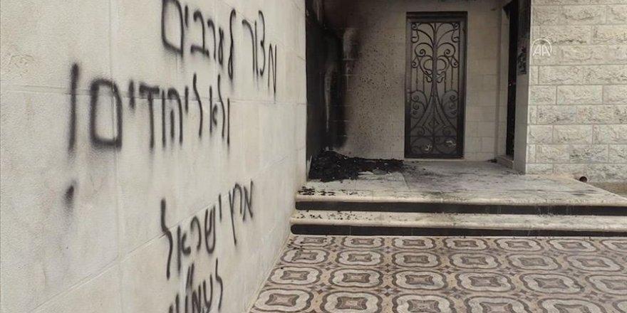 Batı Şeria'da bir camiye Yahudi yerleşimcilerden ırkçı saldırı