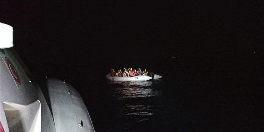 Türk kara sularına itilen 56 sığınmacı kurtarıldı